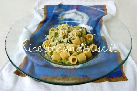 Mezzi-Rigatoni-con-broccoli-crema-di-zucca-cinese-allo-zafferano-e-scaglie-di-Cheddar-di-Dany-Ideericette-450x298