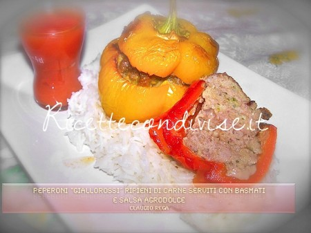 Peperoni-giallorossi-ripieni-di-carne-serviti-con-basmati-e-salsa-agrodolce-450x337