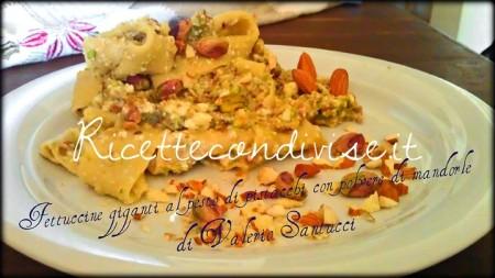 Fettuccine giganti al pesto di pistacchi con polvere di mandorle di Valerio Santucci