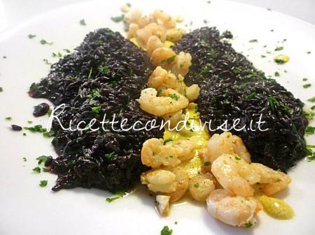 Ricetta Risotto Venere con crema al curry e gamberetti di Susi