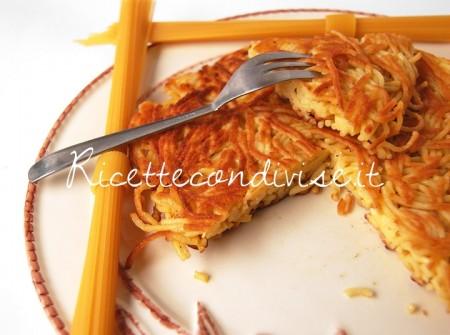 Particolare-frittata-di-spaghetti-di-Dany-Ideericette-450x335