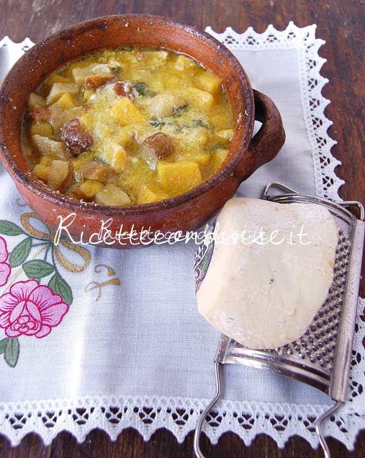 Primo piano zuppa di polenta con funghi e ricotta salata di Dany - Ideericette
