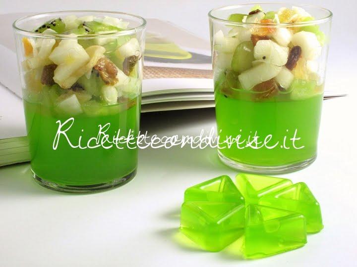 Particolare gelatina di midori con macedonia