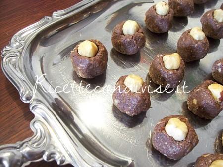 Preparazione-Cioccolatini-tipo-Baci-Perugina-di-Susi-450x337