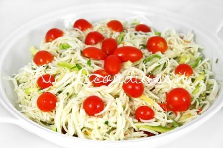Particolare-insalata-di-surimi-zucchine-e-pomodorini-di-Dany-Ideericette-450x300