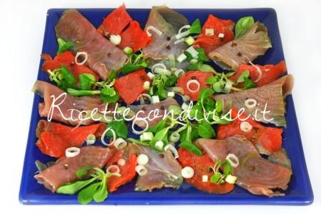 Primo-piano-antipasto-di-tonno-e-salmone-affumicati-e-marinati-di-Dany-Ideericette-450x300
