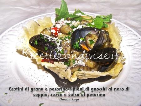 Cestini-di-grana-e-pecorino-ripieni-di-gnocchi-al-nero-di-seppia-cozze-e-salsa-di-pecorino-di-Claudio-Rega-450x337