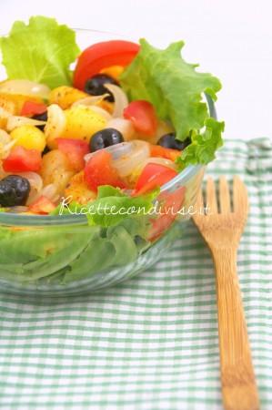 Particolare-Lattughino-e-pomodoro-con-patate-olive-e-cipolla-di-Manlio-Midori-299x450
