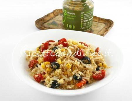 Particolare-cous-cous-vegetariano-con-ciliegini-semisecchi-Agromonte-e-patè-olive-verdi-e-cipolle-alcubo3-di-Dany-Ideericette-450x345