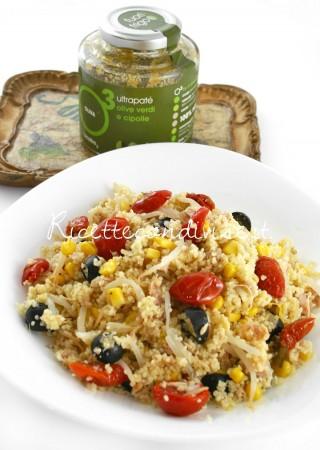 Primo-piano-cous-cous-vegetariano-con-ciliegini-semisecchi-Agromonte-e-patè-olive-verdi-e-cipolle-alcubo3-di-Dany-Ideericette-320x450