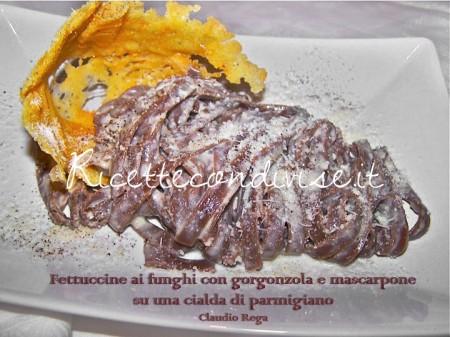 Ricetta Fettuccine ai funghi con mascarpone e gorgonzola su cialda di parmigiano di Claudio Rega