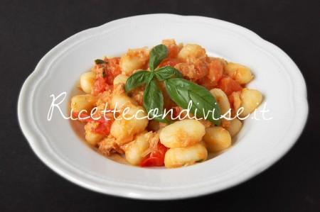 Gnocchi-con-tonno-e-pomodorini-di-Dany-Ideericette-piatto-Ginori-450x299