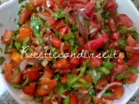 Particolare-condimento-pomodorini-capperi-e-acciughe-per-bruschetta-di-Josianne-Emmanuele-450x337