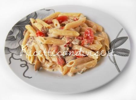 Penne-con-panna-funghi-e-pomodoro-crudo-a-pezzetti-di-Dany-Ideericette-450x332