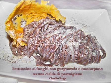 Fettuccine ai funghi con mascarpone e gorgonzola con cialda di parmigiano di Claudio Rega
