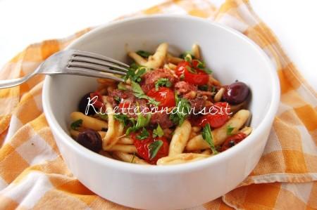 Cavatelli con pinoli, alici, olive nere e ciliegini semisecchi Agromonte di Dany - Ideericette