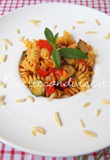 Fusilli-con-zucchine-pomodorini-e-mandorle-di-Dany-Ideericette-350x509
