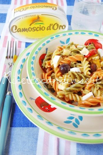 Fusilli-freddi-tricolore-con-peperoni-pesto-olive-e-camoscio-doro-di-Dany-Ideericette-350x526