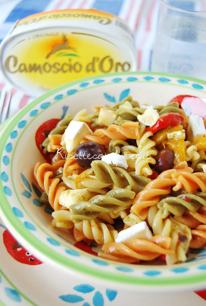 ricetta fusilli freddi tricolore con peperoni, pesto, olive e camoscio d'oro di dany – ideericette