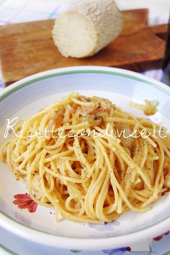 Primo piano spaghetti alla gricia con crutin Occelli di Dany - Ideericette