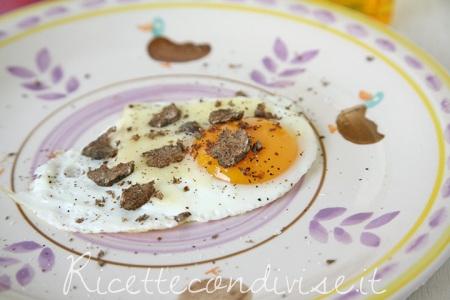 Particolare uovo al tegamino con Toma  Monte Regale Occelli e tartufo di Dany - Ideericette