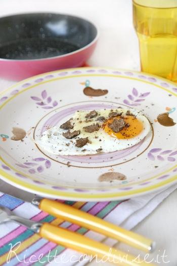 Uovo al tegamino con Toma  Monte Regale Occelli e tartufo di Dany - Ideericette.jpg