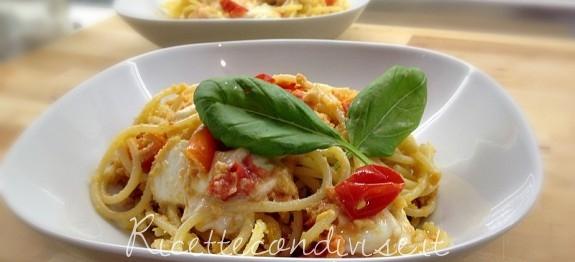spaghetti mozzarella e pomodorini