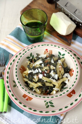 Penne-con-cavolo-nero-pancetta-e-ricotta-salata-di-Dany-Ideericette1-350x525