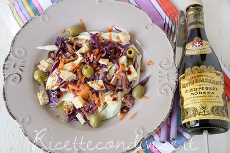 ricetta insalata mista con finocchi, cavolo cappuccio viola, carote, formaggio occelli in foglie di castagno e aceto balsamico