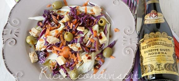 Insalata mista con finocchi, cavolo cappuccio viola, carote e formaggio Occelli e aceto balsamico