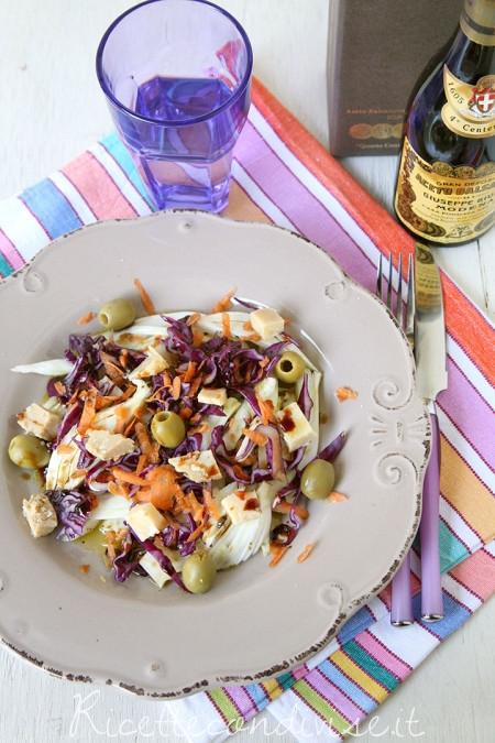 Insalata-mista-con-finocchi-cavolo-cappuccio-viola-carote-e-formaggio-Occelli-in-foglie-di-castagno-e-aceto-balsamico-450x675