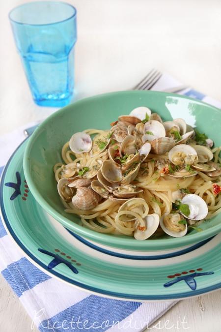 Spaghetti-con-le-vongole-o-lupini-450x675
