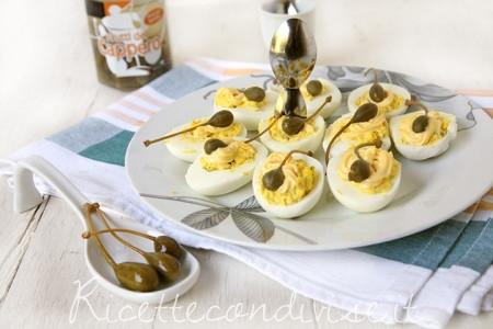 Uova sode ripiene con frutti del cappero Citres