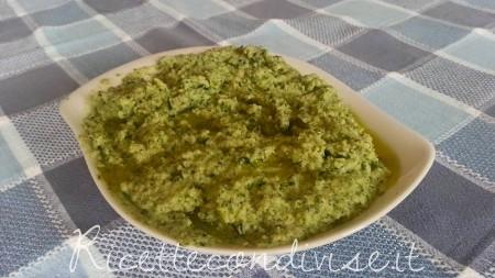 pesto-di-zucchine-con-olio-450x253