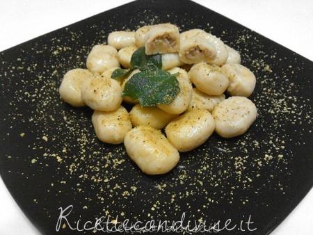 ricetta gnocchi di patate ripieni ai pistacchi