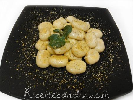 Gnocchi-ripieni-ai-pistacchi-conditi-con-burro-e-salvia-di-Roberta-Vivenzi-450x338