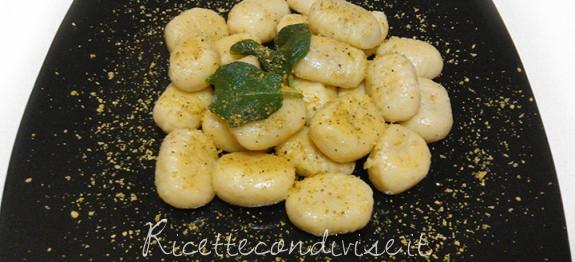 Gnocchi ripieni ai pistacchi conditi con burro e salvia di Roberta Vivenzi