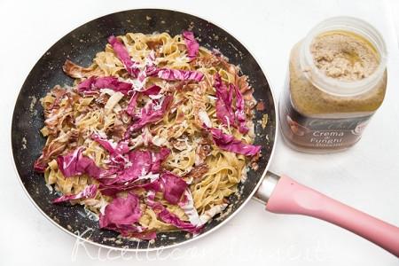 Fettuccine al radicchio con crema di funghi Citres e radicchio