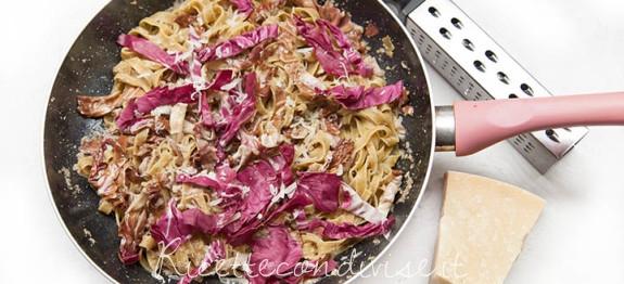 Fettuccine al radicchio con crema di funghi e radicchio stufato