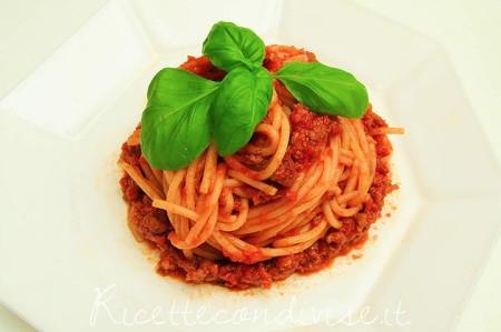 Spaghetti-al-ragu-alla-Bolognese-450x299