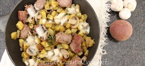 Salsicce patate e funghi in padella
