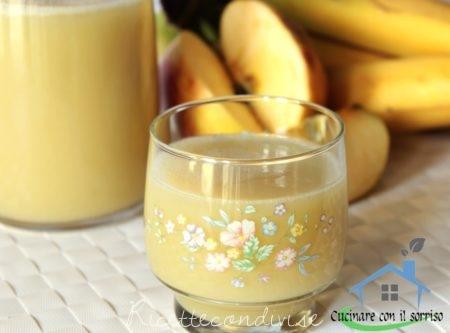 Succo di frutta alla mela e banana
