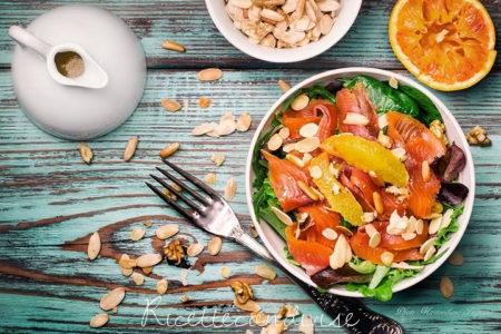 Insalata-gustosa-con-trota-affumicata-a-freddo-spinaci-arancia-e-frutta-secca-450x300