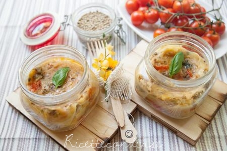 Lasagne-light-in-vasocottura-al-microonde-con-lenticchie-pomodorini-e-besciamella-all'acqua-450x300