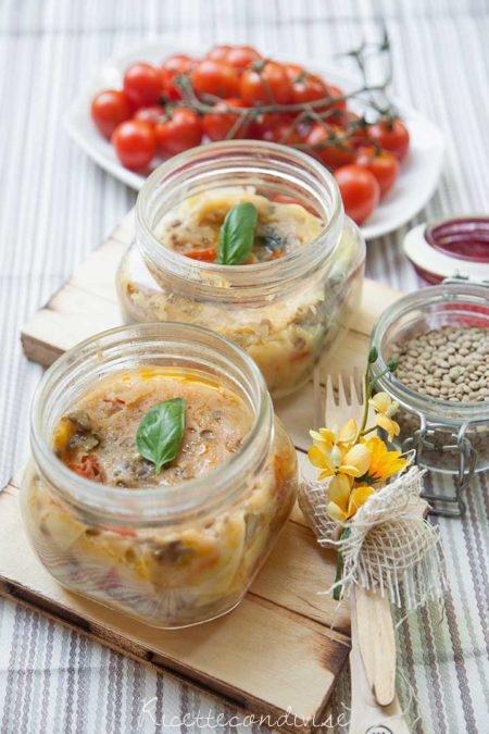 Lasagne-senza-lattosio-in-vasocottura-al-microonde-con-lenticchie-pomodorini-e-besciamella-all'acqua-450x675