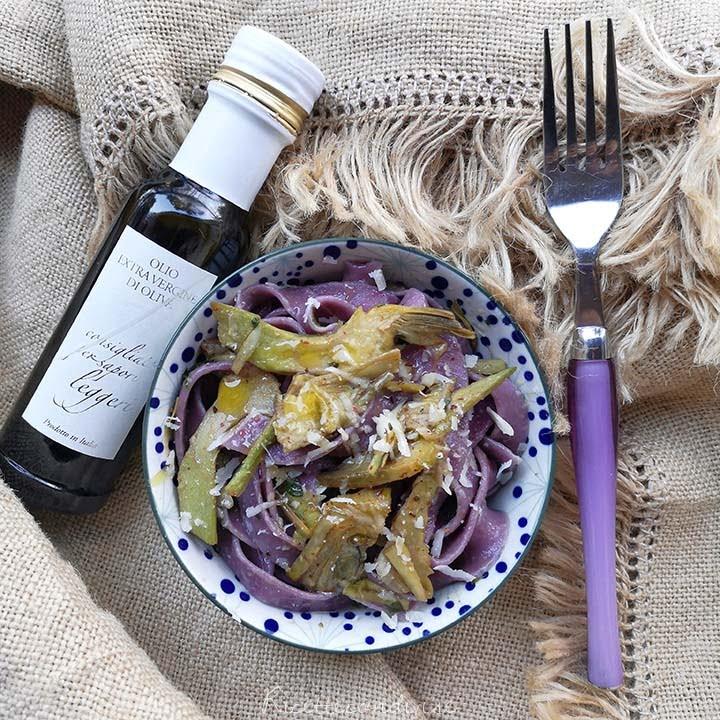 Pappardelle-viola-con-carciofi-e-olio-Pruneti