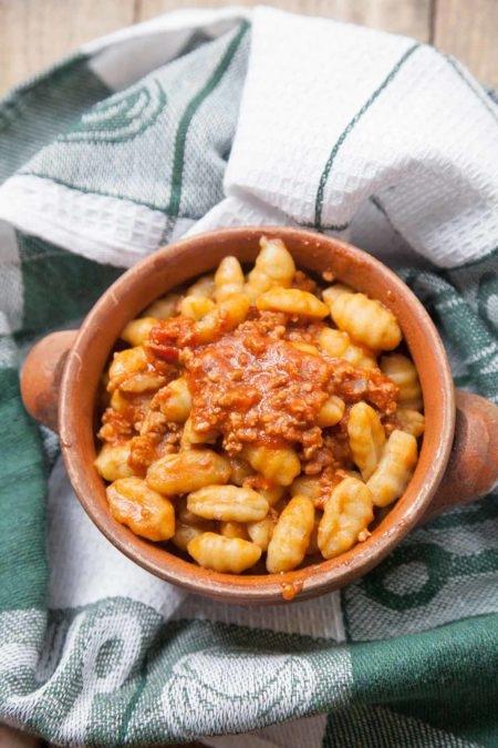 Gnocchi-di-patate-al-ragu-di-carne-450x675