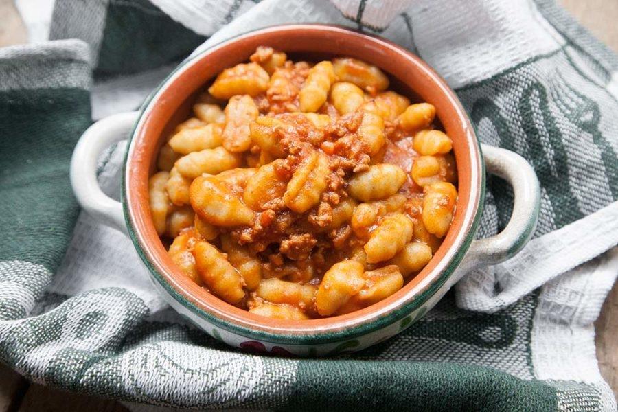 Gnocchi-di-patate-con-philips-pasta-maker-al-ragu-900x600